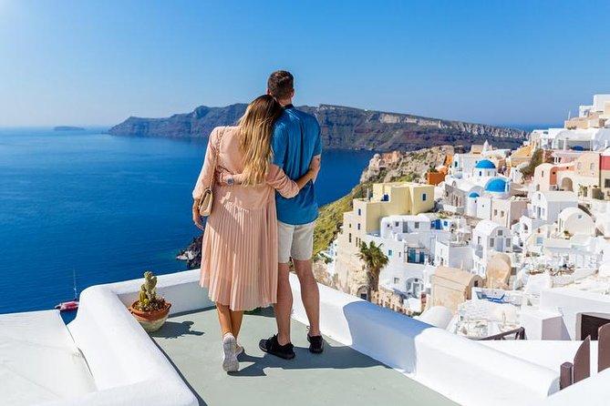 Santorini là hòn đảo nằm ở phía Nam biển Aegea