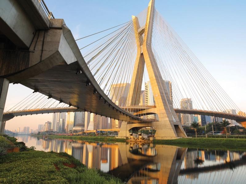 Sao Paolo là thành phố lớn nhất và đông dân nhất của Brazil