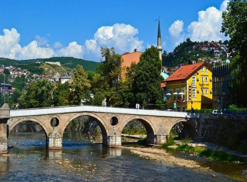 Nếu bạn là người có sự hứng thú với những di tích lịch sử thì không thể bỏ qua thành phố Sarajevo