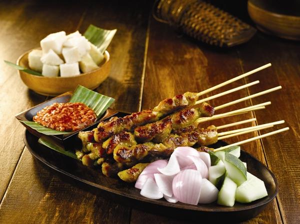 Chắc chắn bạn sẽ cảm thấy hài lòng khi thưởng thức món Satay đặc trưng ở vùng đất Indonesia