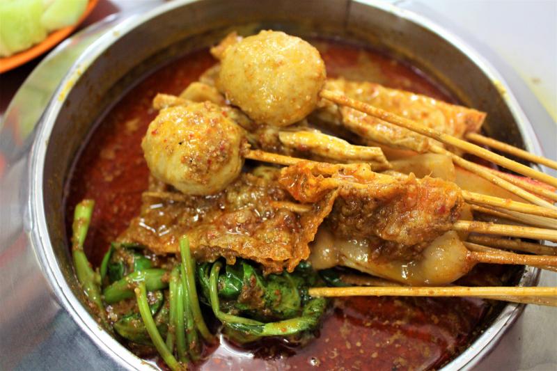 Satay Celup còn được biết đến với cái tên khác là Lok Lok, món lẩu nhúng