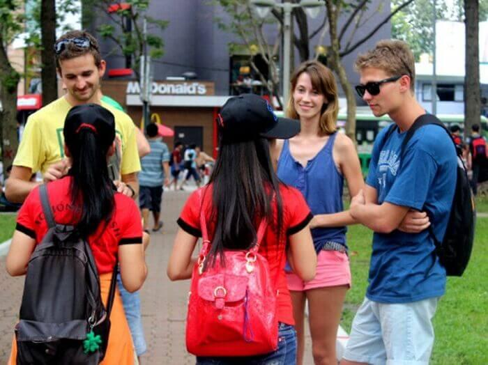 Tìm một người bạn ngoại quốc để nói chuyện mỗi ngày