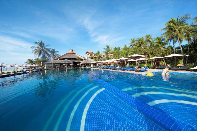 Hồ bơi riêng tại resort