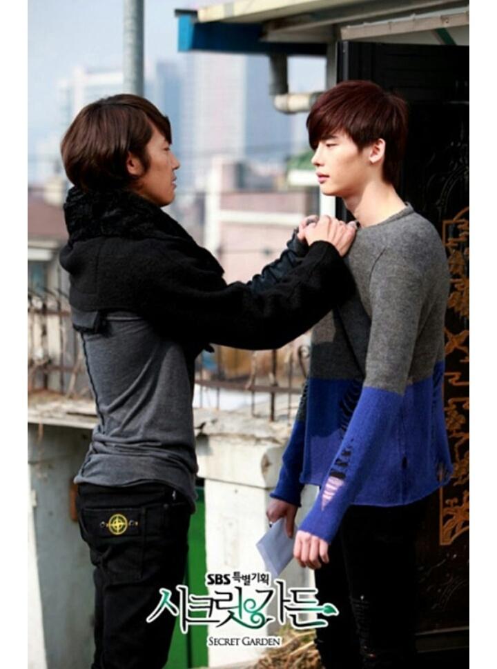 Lee Jong Suk và bạn diễn trong phim