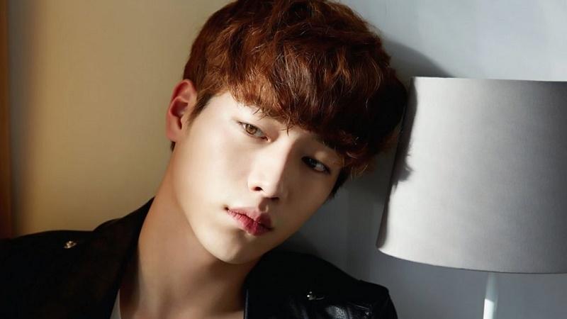 Nam diễn viên thế hệ mới Seo Kang Joon sở hữu đôi mắt nâu và bờ môi cong không thể chê vào đâu được