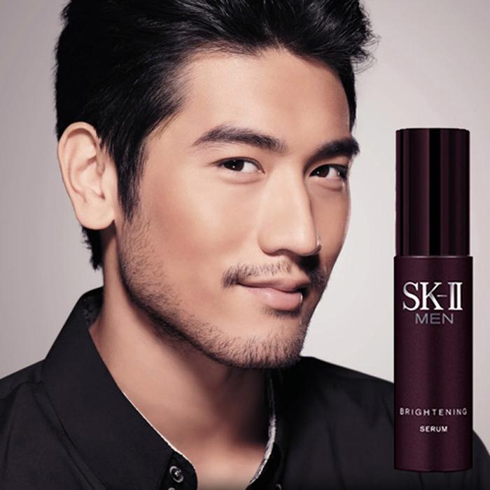 Với sự kết hợp hoàn hảo giữa tinh chất chống lão hóa da độc quyền Pitera cùng với Vibrant Complex Bright, SK-II Men Brightening Serum giúp các đấng mày râu tự tin hơn với làn da khỏe đẹp.
