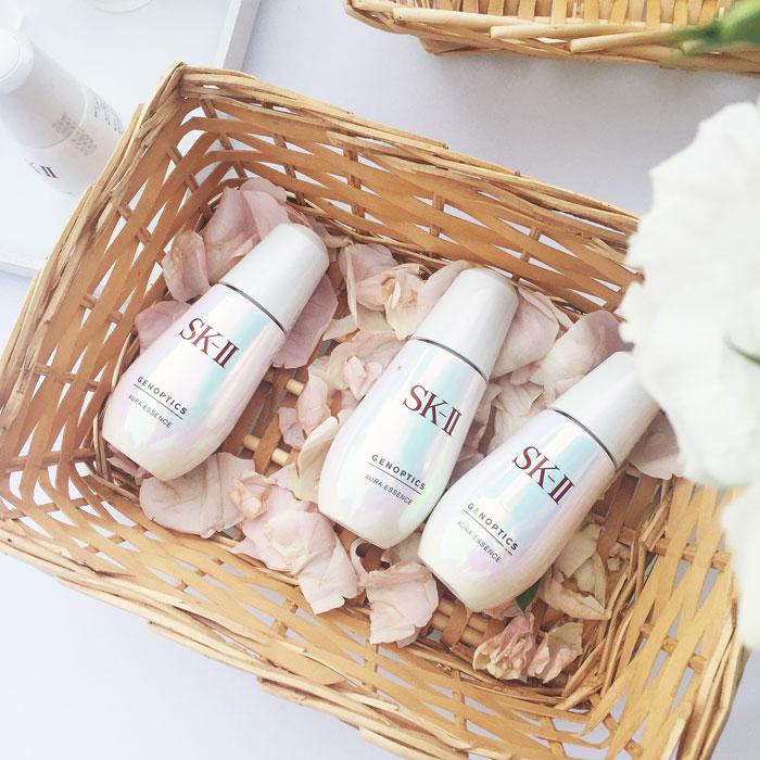 Serum trị thâm nám SK-II GenOptics Spot Essence với công thức độc quyền, kết hợp với chiết xuất Lumina Kelp giúp loại bỏ nám da, tàn nhang hiệu quả