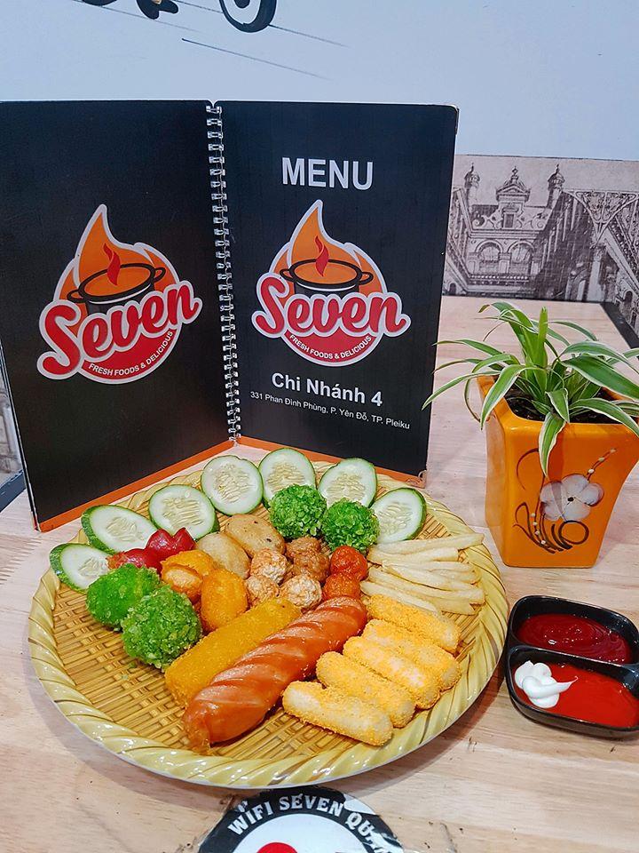 Tại Seven Quán, thực khách không chỉ được thưởng thức mì cay thơm ngon, mà còn được cảm nhận vô số món ăn vặt hấp dẫn khác
