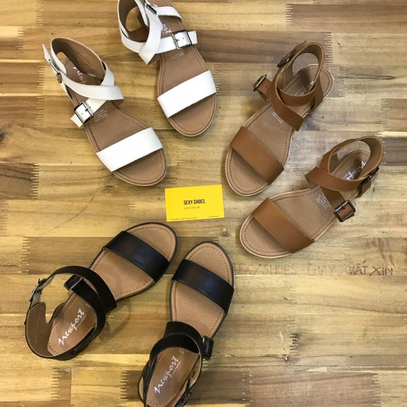 Mẫu sandals đơn giản đang được ưa thích hiện nay