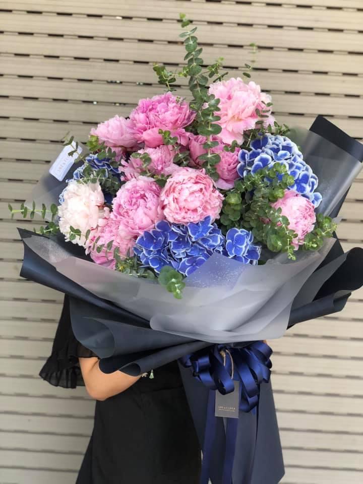 Shop hoa này cũng chuyên về hoa nhập khẩu với nhiều loại hoa bắt trend như các loại hồng nhập, mao lương, thanh liễu... luôn tươi rói