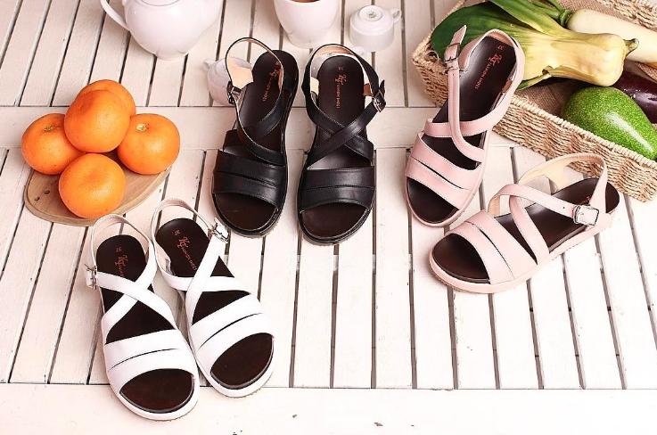 Hình giày tự chụp tại shop