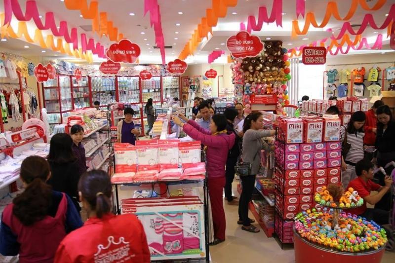 Khách hàng mua sắm tại shop Bibo Mart