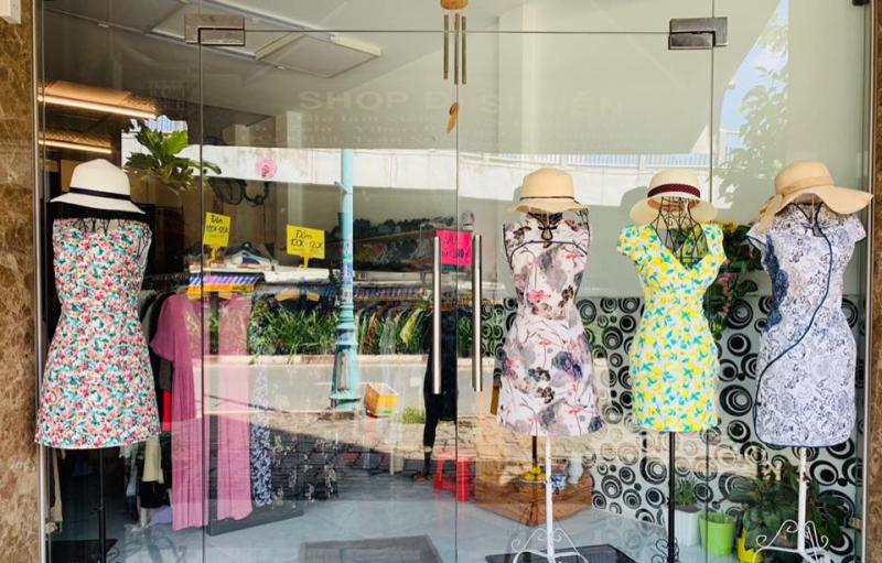 Shop đồ si Hiền luôn cung ứng đầy đủ và kịp thời cho khách hàng. Đảm bảo tính thời trang và gu thẩm mỹ ca