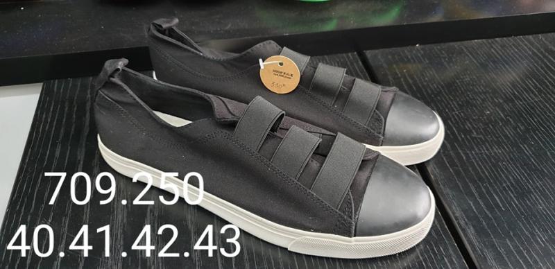 Một mẫu giày nam tại shop F.O.X