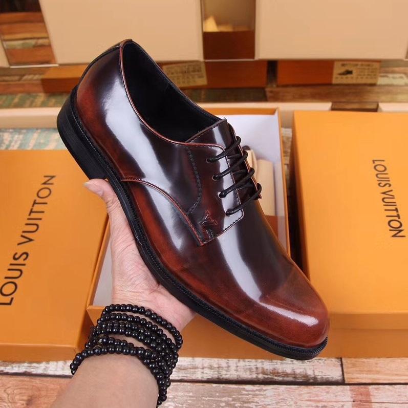 Secoo có đủ giày từ giày công sở, giày thể thao đến giày nam phục vụ mùa cưới.