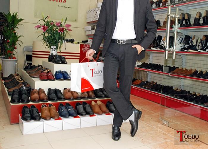 Các loại sản phẩm của Toldo cung cấp và sản xuất là giày cao nam, giày nam và giày hàng hiệu, với kiểu dáng, mẫu mã, màu sắc đa dạng