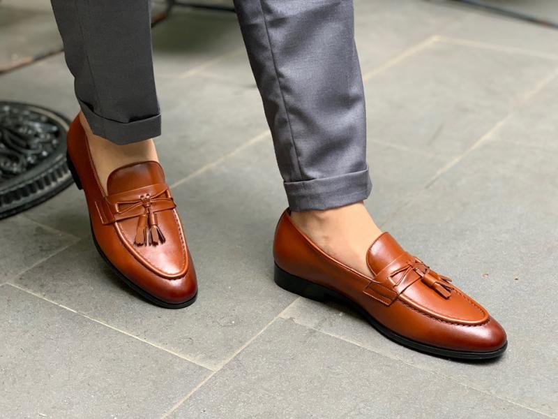Bằng những đôi giày Tây made in VietNam mang đậm hơi thở thời đại, Toroshoes đem tới nét lịch Lãm cùng cảm hứng bất tận về tuổi trẻ