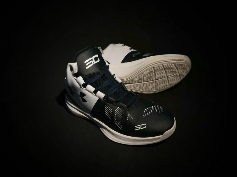 Giày bóng rổ UA