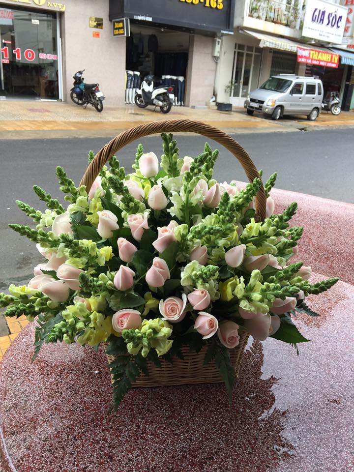 Hoa ở đây rất đẹp, luôn được chủ shop chọn lựa kỹ càng, và đặc biệt là được thu hái trong ngày bởi các nông trại hoa gần đó