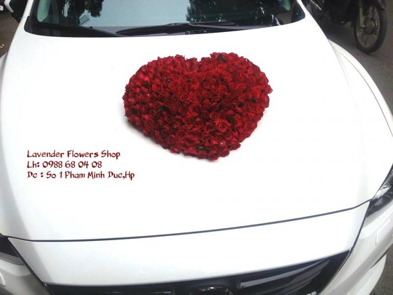 Các mẫu hoa kèm dịch vụ tại shop gồm: hoa bó, hoa lãng, hoa cưới, hoa trang trí xe, trang trí hoa tiệc,…