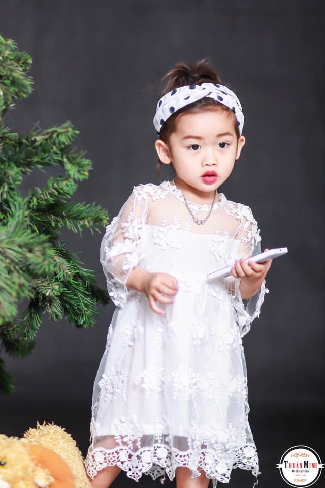 Khách nhí đáng yêu mặc váy nhà MiNa Kids