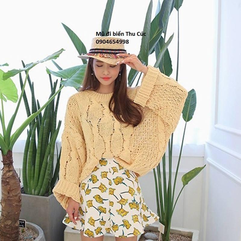 Shop Thu Cúc với nhiều loại mũ đi biển mẫu mã đa dạng rất thích hợp với những cô nàng trẻ trung.