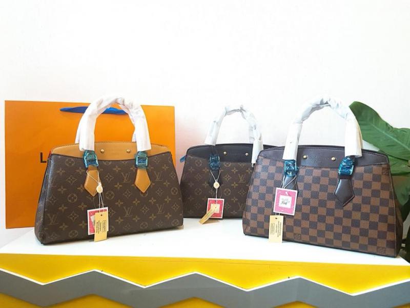 Mẫu túi LV tại shop