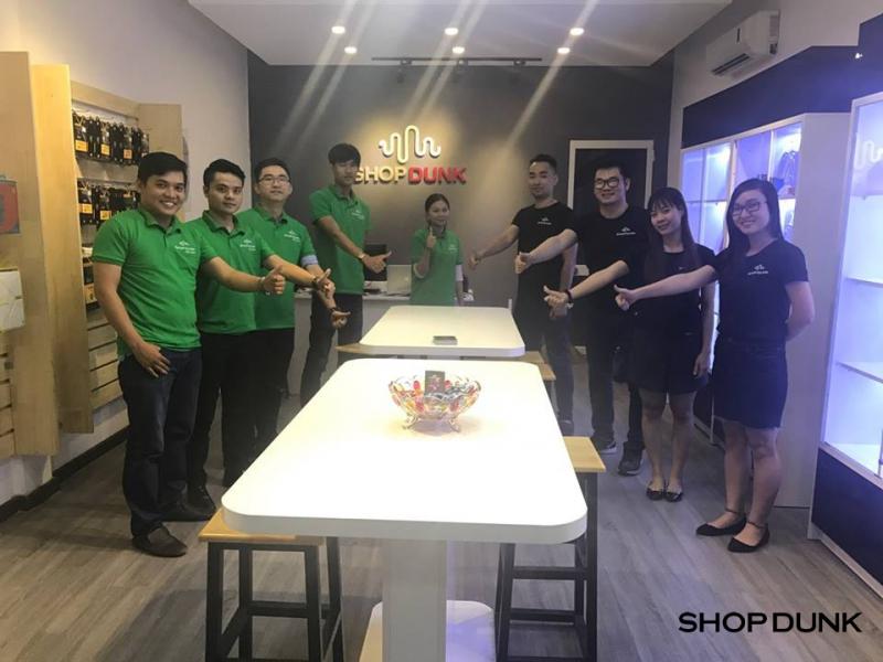 Đội ngũ nhân viên nhiệt tình, thân thiện của ShopDunk Lê Hồng Phong.