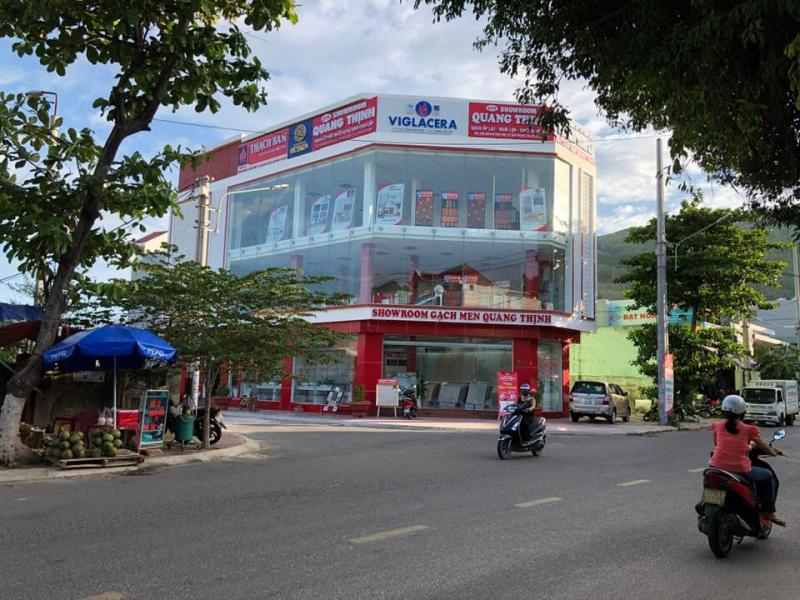 Showroom Quang Thịnh