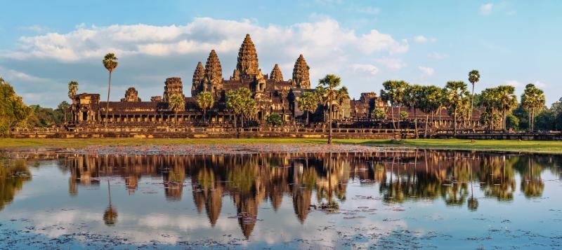 Đền Angkor Wat uy nghiêm trong nắng sớm