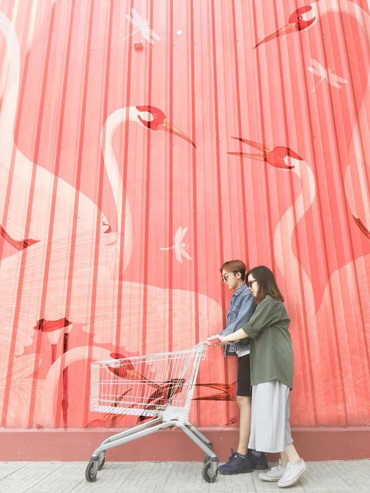 Bức tôn đỏ của siêu thị. Facebook: Đăng Hải Trần