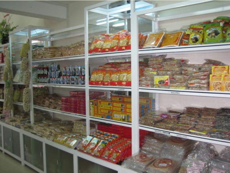 Một số mặt hàng tiêu biểu tại siêu thị đặc sản Thu Bồn.