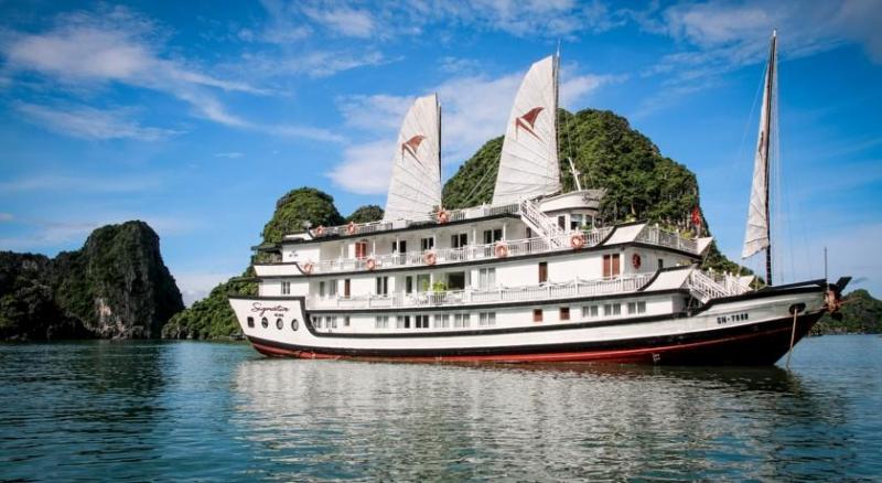Hình ảnh du thuyền với cánh buồm trắng đẹp lộng lẫy