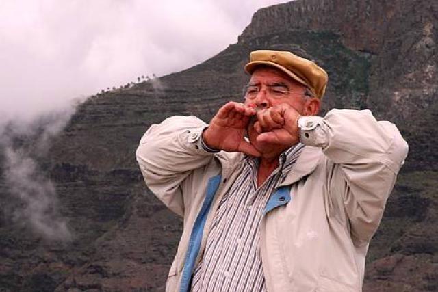 Silbo Gômero - giao tiếp bằng cách huýt sáo