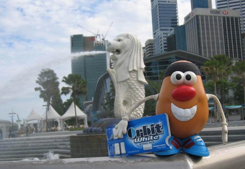 Singapore nghiêm cấm nhai kẹo cao su nơi công cộng
