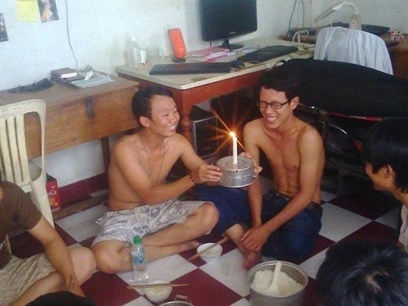 Sinh nhật của sinh viên thì chỉ cần một cây nến và những người bằng hữu mà thôi