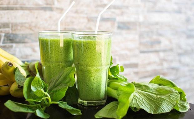 Uống sinh tố rau xanh vào buổi sáng tốt cho cơ thể