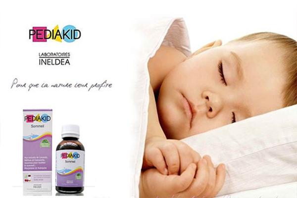 Pediakid Sommeil với thành phần được chiết xuất từ tinh chất hoa oải hương, kinh giới, hoa cam, quả sơn tra hỗ trợ cải thiện chất lượng giấc ngủ và thúc đẩy giấc ngủ đến nhanh hơn