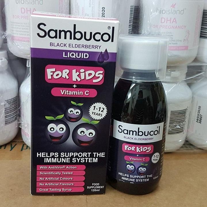 Thành phần chủ yếu của siro Sambucol For Kids là quả cơm cháy, vitamin C rất tốt cho sức khỏe đường hô hấp của bé mỗi khi thời tiết thay đổi