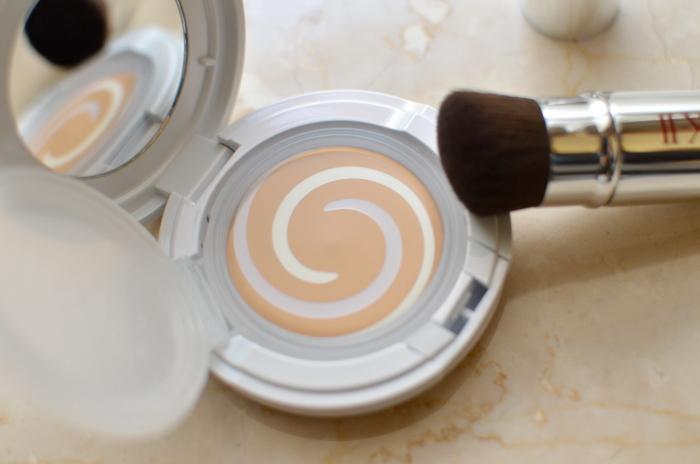 SKII dạng kem Clear Beauty Artisan Brush Foundation UV/Light