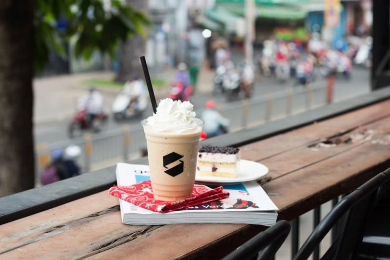 Ngồi ở đây bạn có thể thu gọn Sài Gòn vào trong tầm mắt