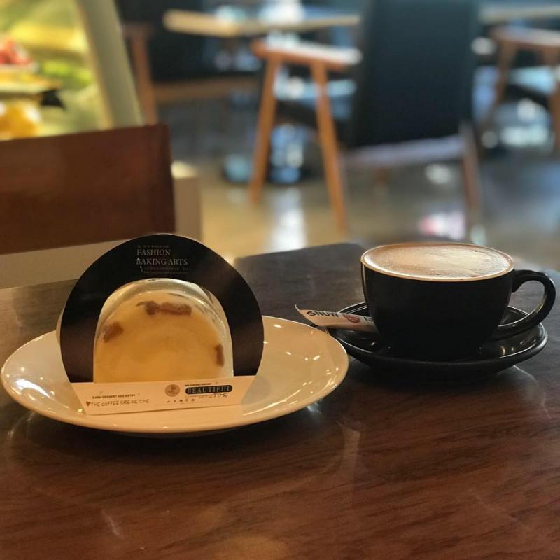 Đồ uống và bánh ngọt tại Snow Island Coffee
