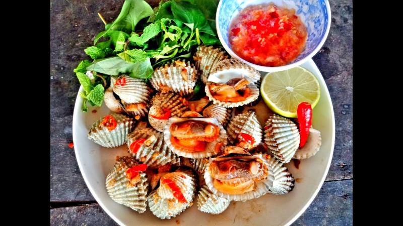Sò huyết đầm Ô Loan là một trong những đặc sản trứ danh nơi đây, một món ăn rất ngon và bổ dưỡng.