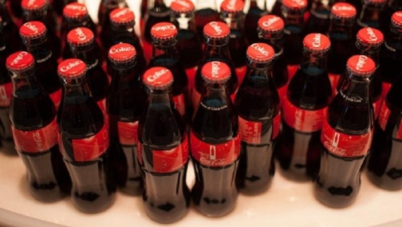 Số chai Coca-Cola xấp xỉ số chai năm đầu bán được