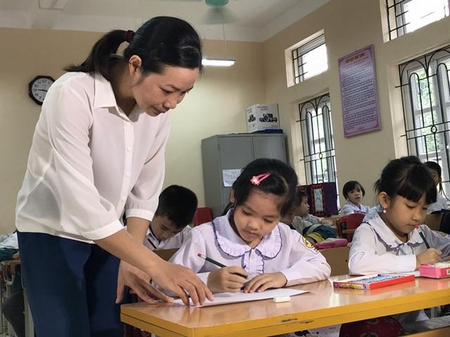 Sợ lương không đủ sống - Nỗi sợ lớn nhất của giáo viên tiểu học