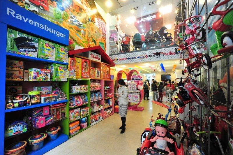 Gian hàng đồ chơi và xe dành cho trẻ sơ sinh