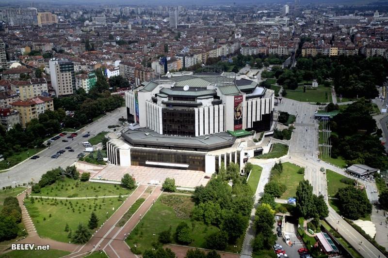 Thủ đô Sofia không chỉ cuốn hút du khách quốc tế bằng sự đông đúc, sôi động mà còn bởi nét cổ kính và hiện đại được quy hoạch rất tỉ mỉ