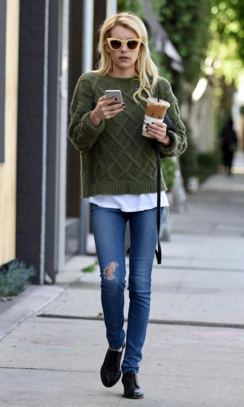 Sơmi + len cổ tròn + quần jean + giày búp bê