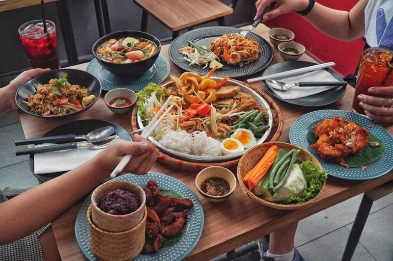 Món Thái hấp dẫn tại nhà hàng.