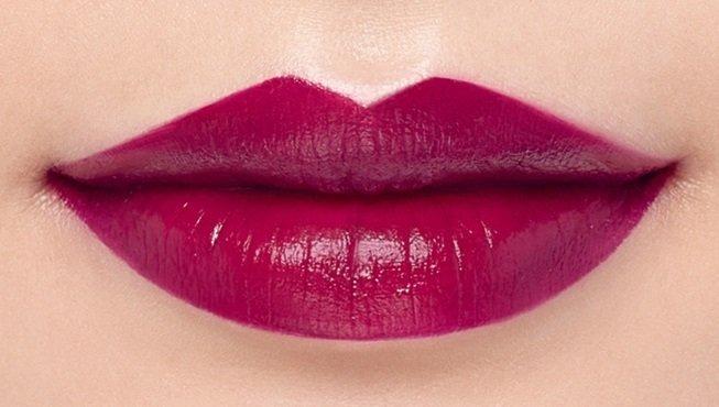 Son môi màu đỏ tím phúc bồn tử
